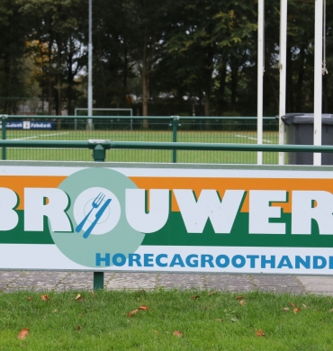 DSV'61 verwelkomt nieuwe bordsponsor Brouwer Horecagroothandel